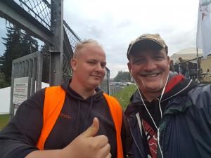 Mister Streckenwart Joell Budde mit mir am Streckenposten 72 im Hatzenbach